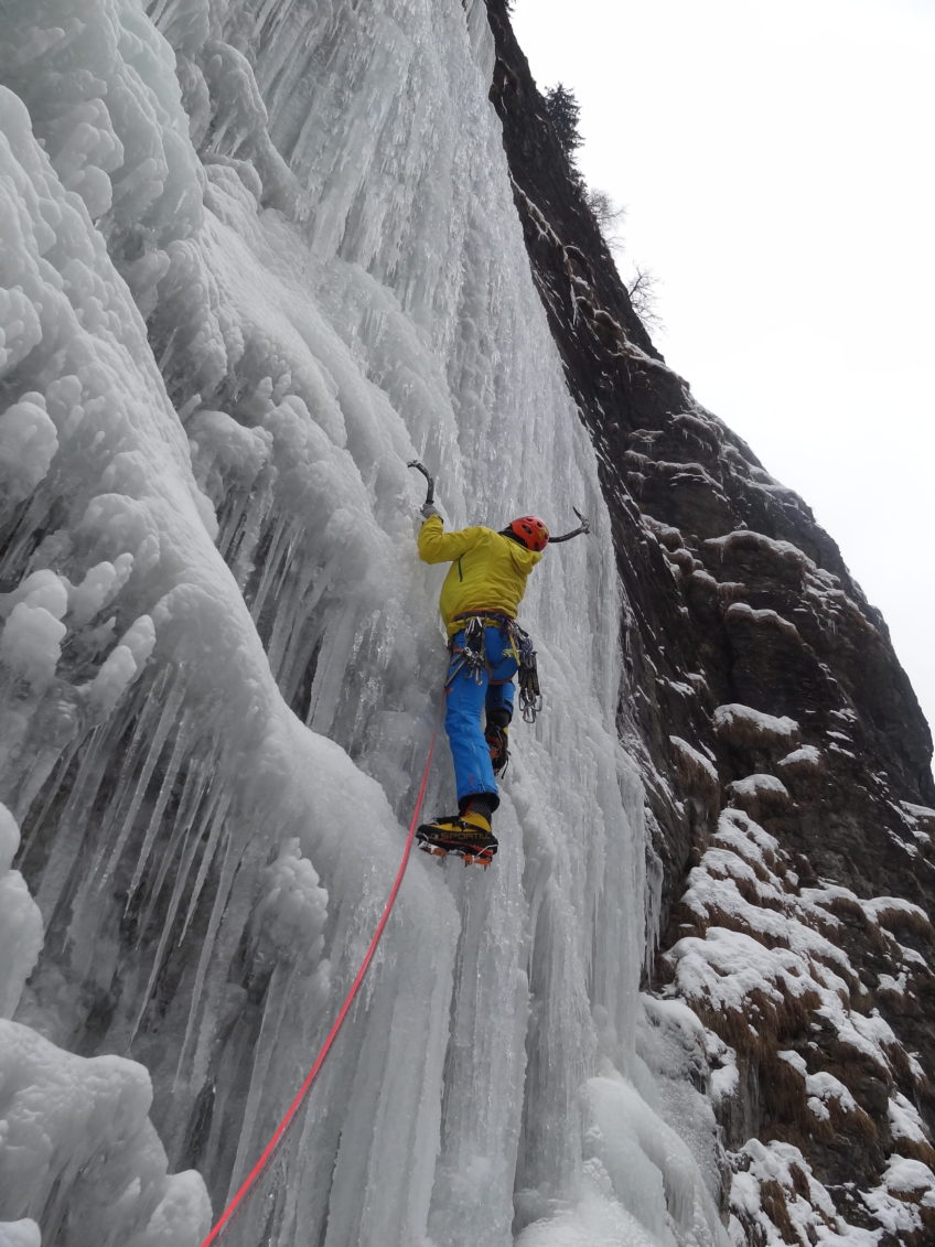 Corso arrampicata su cascate di ghiaccio